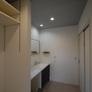 カウンター付き洗面スペース、可動棚スペース